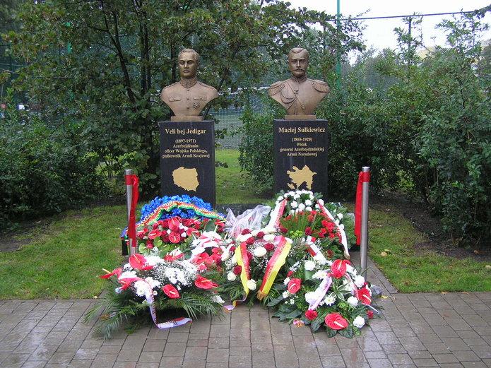 Pomnik Veli bej Jedigara iMacieja Sulejmana Sulkiewicza