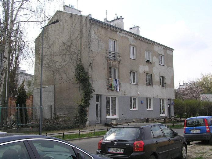 Uszkodzona kamienica przy Groszowickiej 17