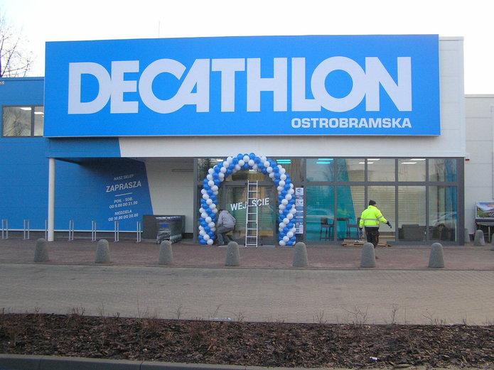 Wejście do sklepu Decathlon