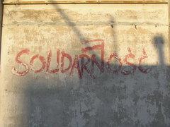 Napis Solidarność przy Targowej 12
