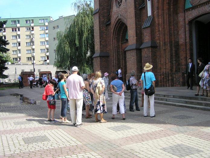 Wycieczka na Pradze przed kościołem