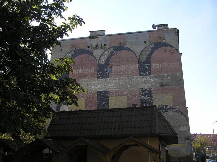 Mural przy Targowej 22 chroniony