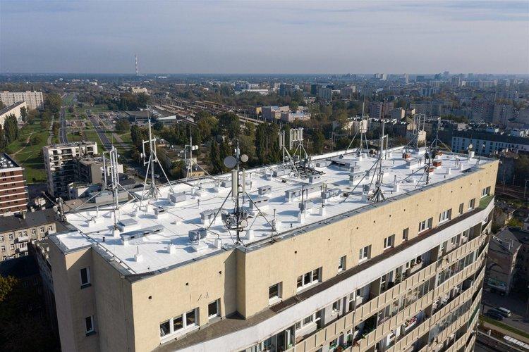 Dach budynku przy Targowej 26/30, fot. Hymon Fotowoltaika Sp. zo.o.