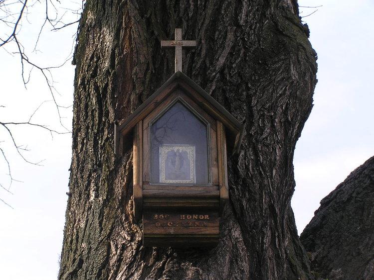Kapliczka drewniana przy Chłopickiego 2
