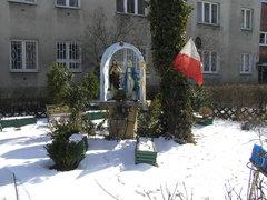 Kapliczka przy ulicy Stanisławowskiej 3 na Pradze Południe