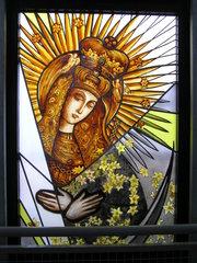 Grodzieńska 34 - Witraż Matki Bożej