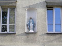 Kapliczka wnękowa przy Ząbkowskiej 12
