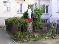 Kapliczka przy Ząbkowskiej 11