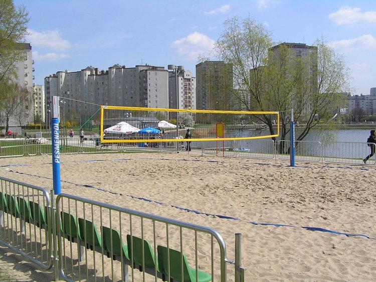 Boisko do siatkówki plażowej wparku nad Balatonem