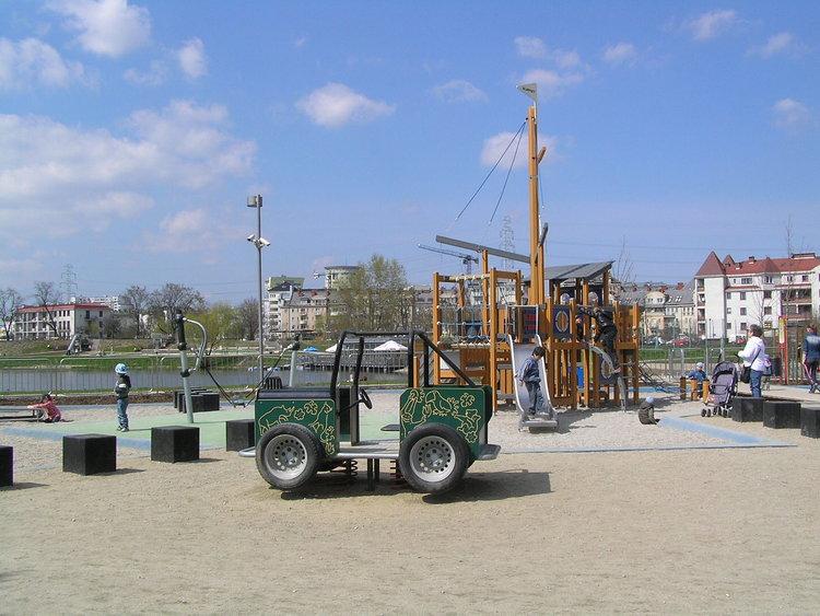 Plac zabaw wParku Nad Balatonem