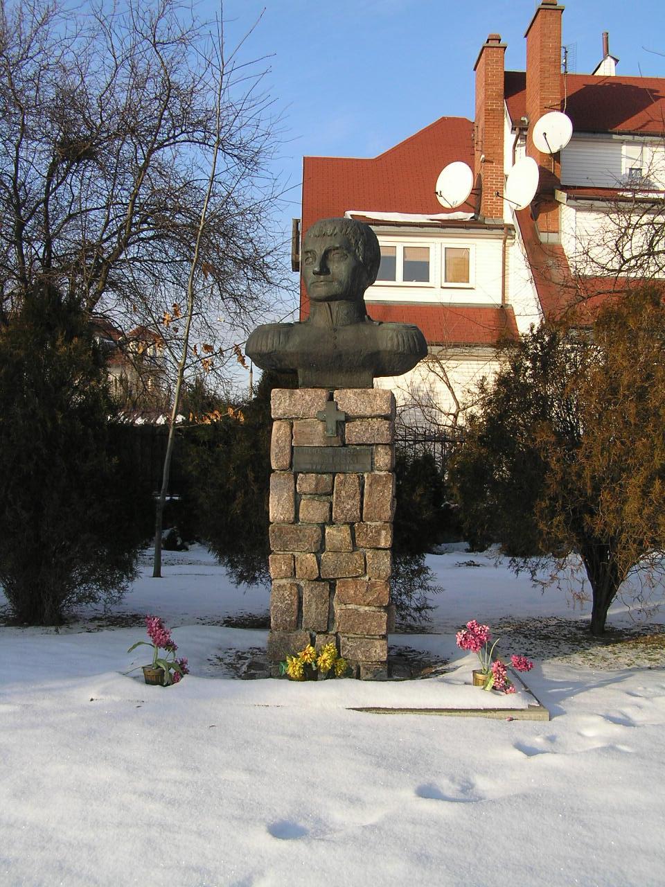 Pomnik gen. Franciszka Żymirskiego