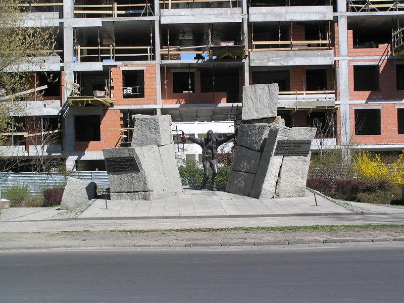 Pomnik ku Czci Pomordowanych wPraskich Więzieniach wlatach 1944-1956