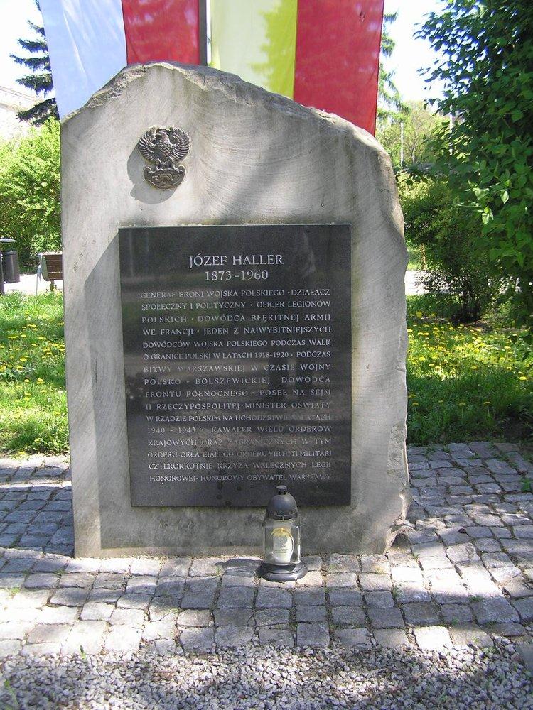 Tablica gen. Józefa Hallera na Placu Hallera wWarszawie