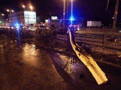 Przewrócone drzewo, fot. KMSP - mł. kpt. Borek Łukasz