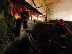 Pożar stolarni przy Wiateacznej, fot. asp. Kubera Łukasz