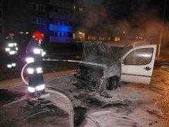 Pożar samochodu na Grochowie, fot. mł. kpt. Borek Łukasz